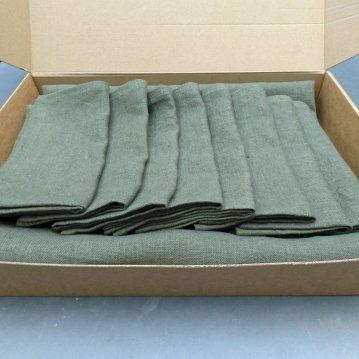 Een pakket gaat op de post, tafellinnen op maat gemaakt